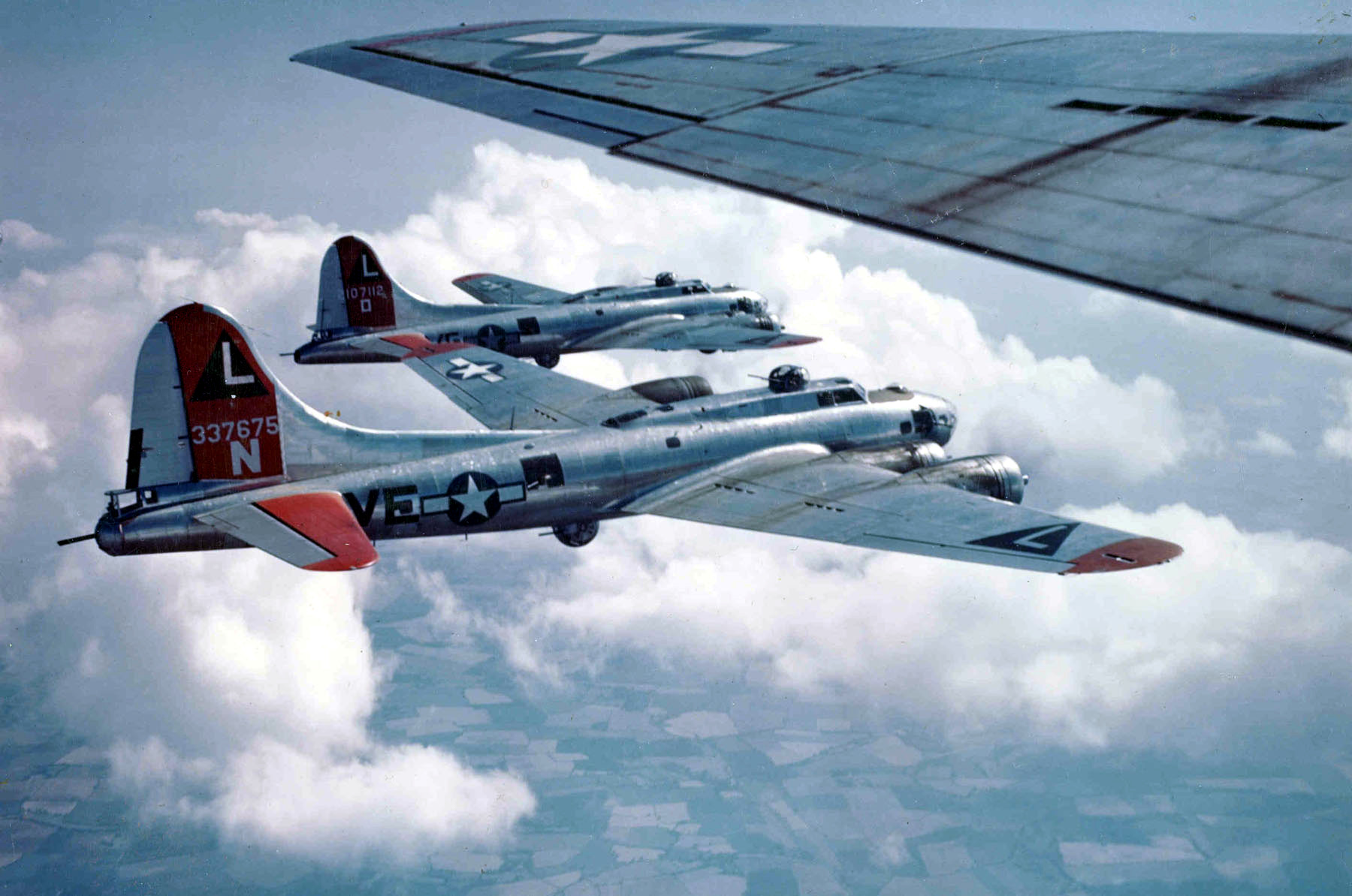Boeing_B-17Gs_381BG_1944-45.jpg
